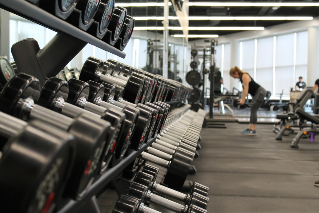 Corona-Lockdown: Dürfen Fitnessstudios einfach Beiträge fordern?